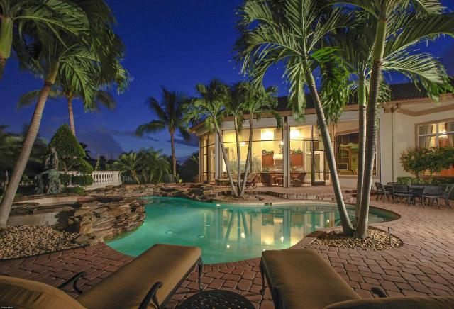 Luxury Jupiter Pools and Outdoor Spaces